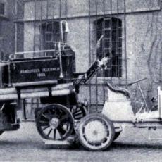 Motorizovaná parní stříkačka z Hamburku