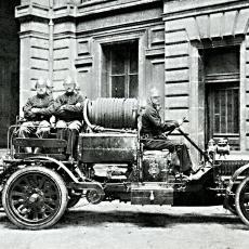 Francouzská hasičská stříkačka z roku 1912