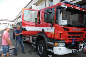 Písečtí profesionální hasiči mají novou cisternu z Fondu zábrany škod