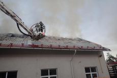 V Jindřichově hořela střecha, plameny napáchaly škodu za 800 tisíc korun