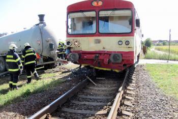 Srážka osobního vlaku s traktorem v Kunovicích. Nikdo nezemřel