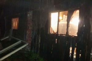 Požár truhlárny v Praze. Hořela střecha i vnitřek objektu a to vydatně