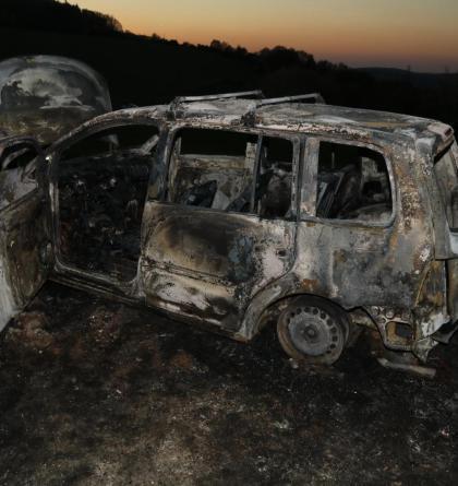 Zlínští hasiči vyjížděli ke dvěma požárům vozidel. Jedno zapálila suchá tráva