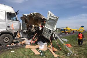 Kamion u Bíliny zabíjel silničáře. Zemřeli tři lidé, čtvrtý je zraněný