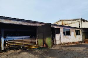 Nejdříve výbuch a pak oheň v hale na zpracování dřeva