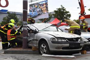 Pražští hasiči v náročné soutěži ve vyprošťování skončili třetí (VIDEO)