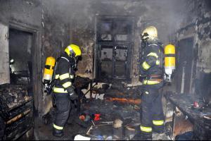 Při požáru domu určeného k demolici bylo zachráněno 12 bezdomovců