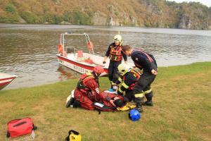 Moravskoslezští hasiči cvičí v Černé Hoře záchranu osob z vody v Directu