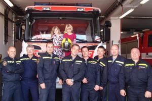 Milé překvápko. Za sokolovskými hasiči přišly šťastně nalezené dívky