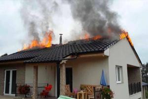 Že vám hoří barák? Tak si musíte na hasiče počkat. Klidně i dlouho (VIDEO)