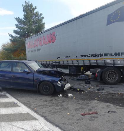 Vážná nehoda kamionu s osobákem ochromila hlavní tah ze Zlína na Vizovice