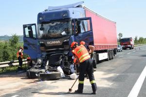 Milované kamiony o sobě zase daly vědět. Zablokovaly po nehodě silnici