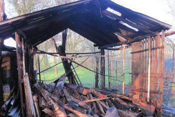 I obyčejná kůlna na dřevo dovede způsobit požární polach. Stalo se v Nivnici