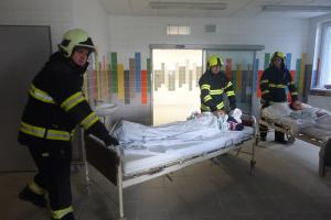 Bomba v Uherskohradišťské nemocnici! Cvičení hasičů i záchranářů