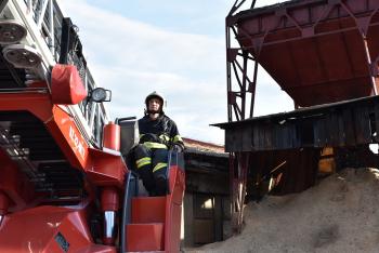 Požár dřevního odpadu zaměstnal hasiče na Jablonecku