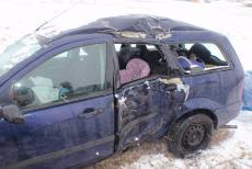 Smyk a pak náraz do stromu. Řidička a její děti utrpěly zranění