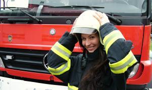 Kritika čtenáře: Hezké sice jsou, ale hasičkami by se stát nemohly (VIDEO)