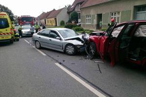 Šest lidí se v Louce zranilo při dopravní nehodě dvou osobáků