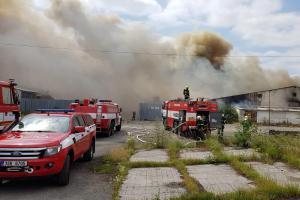 Požár skladovací haly v Tursku likvidovalo devatenáct jednotek