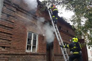 V Brodku u Přerova hořel rodinný dům, zraněni dva lidé