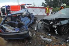 Srážka čtyř osobáků na Liberecku skončila smrtí jednoho z řidičů