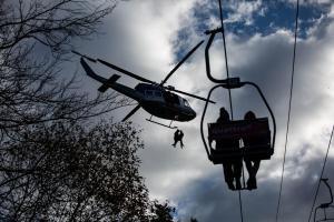 Letečtí záchranáři ve Špindlu. Zkoušeli jiný způsob záchrany osob z lanovky