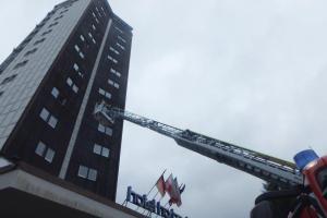 Zásah v hořícím hotelu si vyzkoušeli hasiči v Peci pod Sněžkou