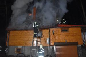 Nedbalost uživatele způsobila požár chaty na Nymbursku