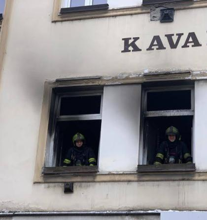 Při požáru bytu v Praze 5 bylo zachráněno 6 osob