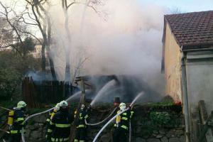 Blanensko: Nevhodně uložený popel, pak požár a policejní odstřelovač