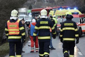 Kolize osobních aut u Postoloprt a Kadaně. Jeden člověk zemřel
