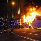 Požár autobusu v centru Prahy omezil tramvajovou dopravu