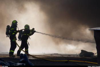 Požár nejen železného šrotu v Ostravě. V regionu nemá obdoby (VIDEO)