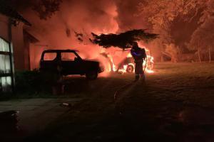 Na Berounsku hořelo devět úmyslně zapálených vozidel (VIDEO)