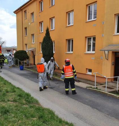 Uherský Brod: Hasiči dezinfikovali domy v rizikové oblasti