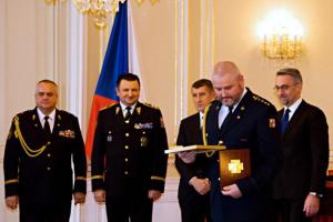 Tři příslušníci HZS Moravskoslezského kraje obdrželi Zlatý záchranářský kříž