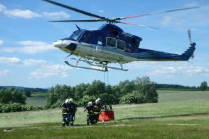 Hasiči zvou na bezva podívanou: Hašení požárů vrtulníkem v Šumperku