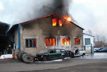 Požár haly vrakoviště v Malšovicích nebyl zrovna malý ohýnek