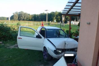 Auto vjelo do zahrady, srazilo muže, který zrovna přenášel tlakové láhve