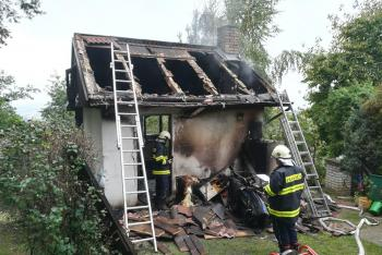 Děsivé! V ohni požáru chaty v jihočeských Semicích uhořelo malé dítě