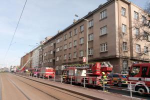 Čtrnáct zraněných lidí včetně dětí. Účet požáru v Praze