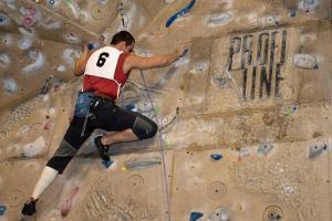 A je to tady! Hasiči - lezci budou v Táboře soutěžit na umělé stěně