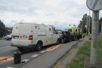 Nehoda pěti vozidel ve Zlíně. Zraněni dva dospělí a dvě děti