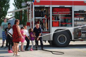 Atrakci nekazilo ani letní horko. Den pro děti na jindřichohradecké stanici