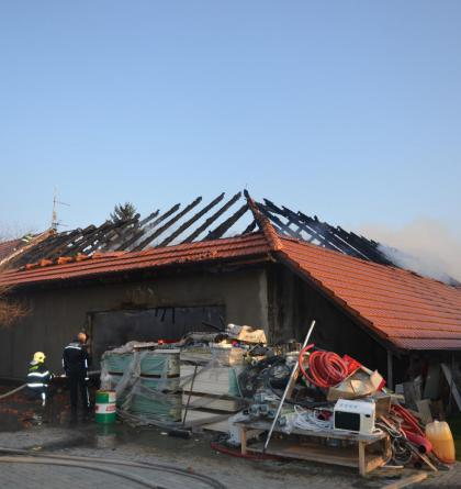 V obci Netřeba na Mělnicku hořel rodinný dům. Zjišťuje se proč