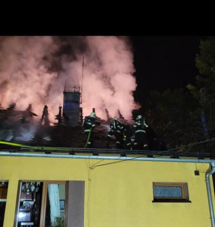 Noční požár střechy domku s obytným podkrovím v Havířově