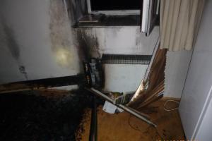 Na požár v prázdném apartmánu upozornily hlásiče
