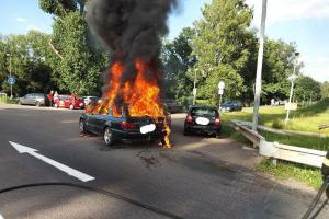 Jeden řidič bude smutný, jiní dva se radují. Jejich auto neshořelo
