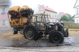 Ve Verneřicích na Ústecku shořel traktor, znečistil i blízký potok