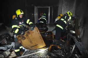 V pražské ulici U milosrdných požár od svíčky nemilosrdně škodil